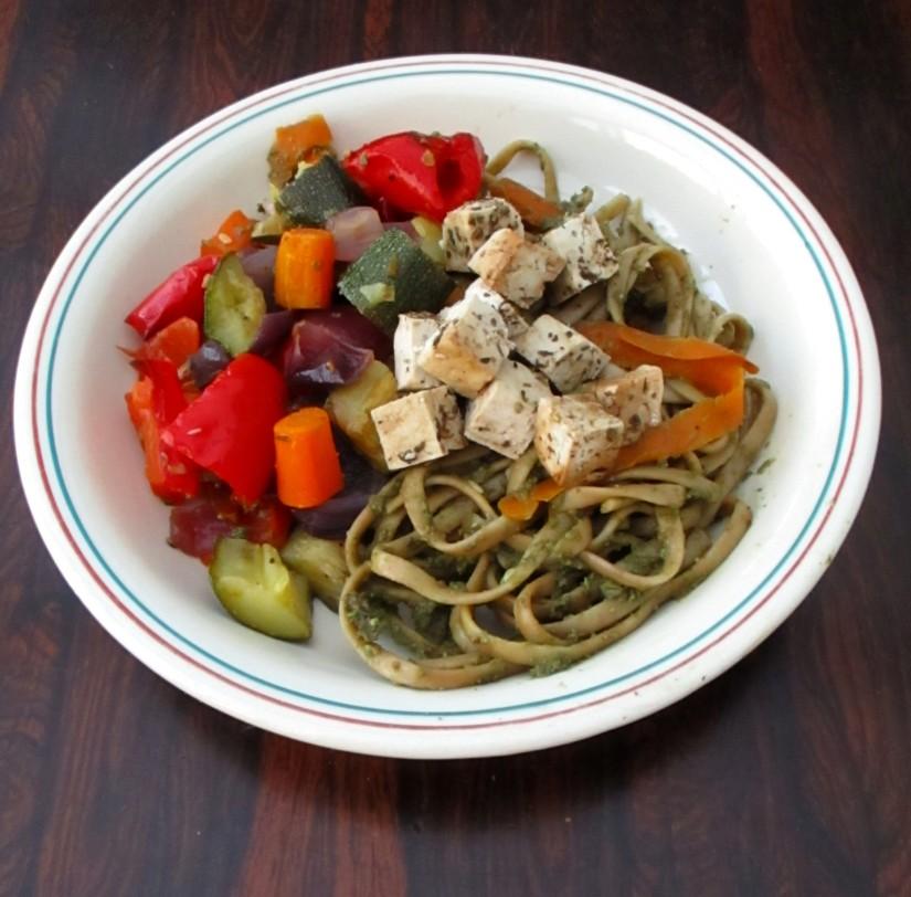 zomerse pastasalade met geroosterde groente suikervrij vegan veganistisch lactosevrij